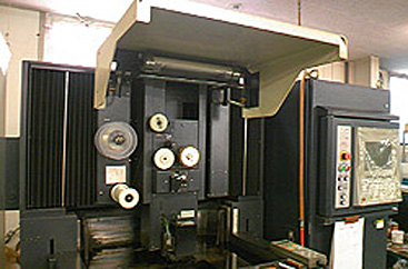 NCワイヤーカット放電加工機